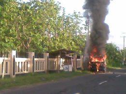 Mobil kebakar